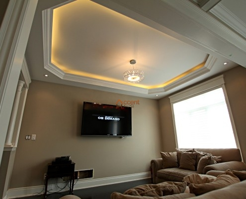 Tray ceiling with moulding in a living room Stoufville
