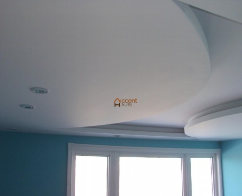 Bulkhead ceiling decorated for a modern home