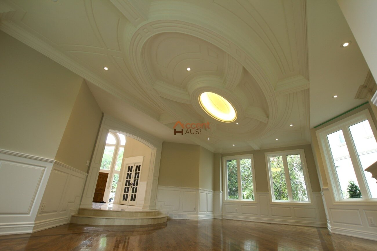 Curved ceiling with moulding