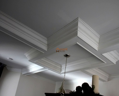 Classic rectangular beamed ceiling in a dining room