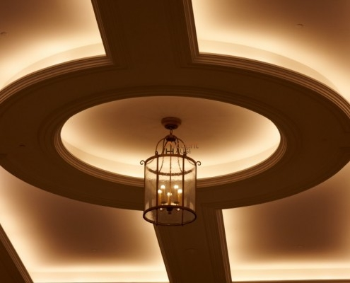 Round patterned waffle ceiling style